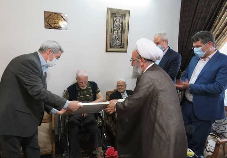 مراسم اعطای گواهینامه درجه یک هنری از سوی وزارت فرهنگ و ارشاد اسلامی به استاد حیدر عباسی