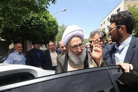 زننده است در جمهوری اسلامی افرادی ماشین خارجی سوار شوند